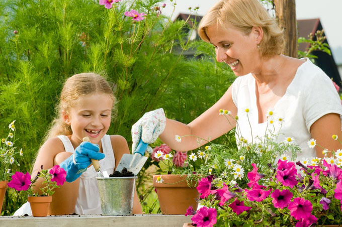 mother daughter gardening